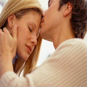 How To Kiss My Girlfriend Romantically