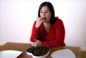 istock_000005188435xsmall-depressed-woman-eating-chocolate-from-heart